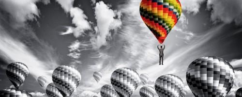 líder sobrevolando con globo